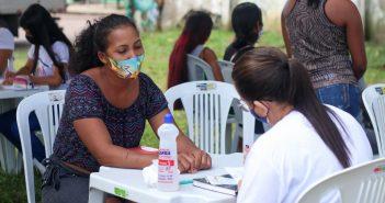 """""""Cras Volante"""" leva serviços de assistência social a moradores do Conjunto Umaris"""