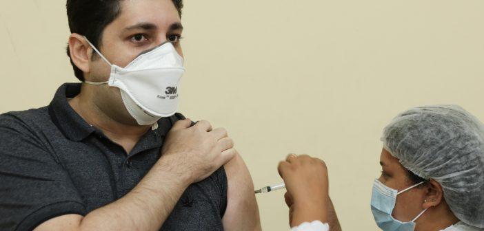 Profissionais da rede estadual de ensino começaram a ser imunizados em Marituba